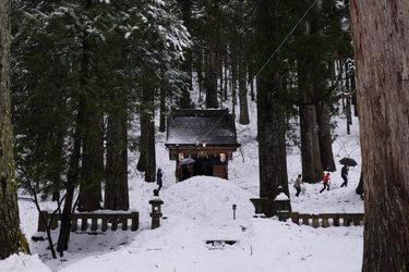 10 雪の中の参拝