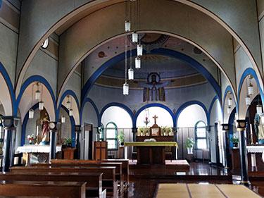 54 新幹線カラーの聖堂